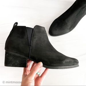 BLONDO Waterproof Black Leather Ida Ankle Booties